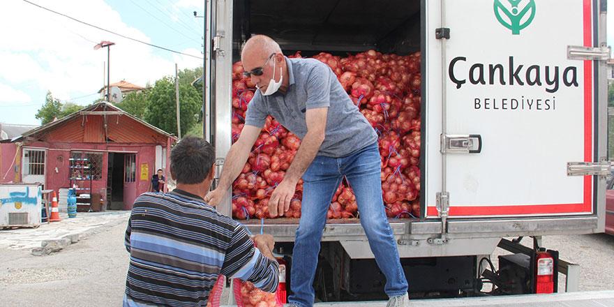 Çankaya'da ihtiyaç sahiplerine soğan dağıtıldı