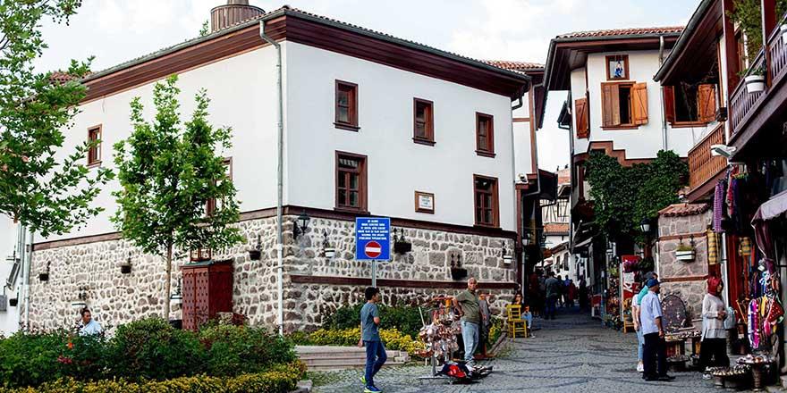 Tarihi Ankara Kalesi'nde hayat başlıyor