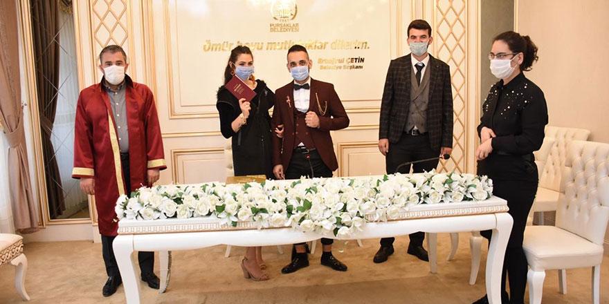 Başkan Çetin'den sosyal mesafeli nikah merasimi