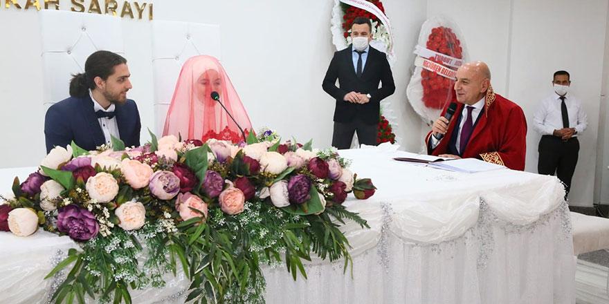 Başkan Altınok bir günde sosyal mesafeli 6 nikah kıydı