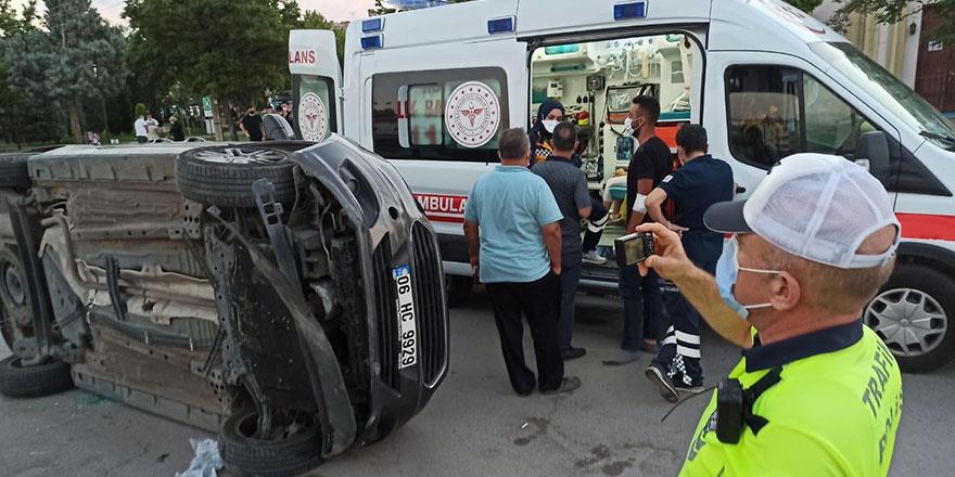 Başkent'te otomobil yan yattı