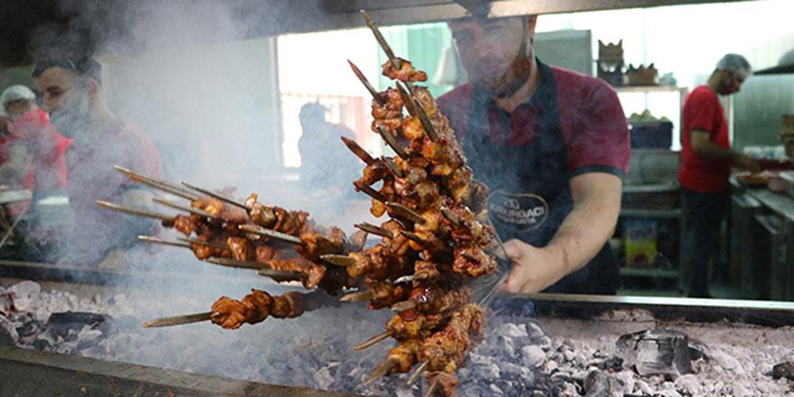 Kurban etiyle ilk gün Adana kebap yapmayın