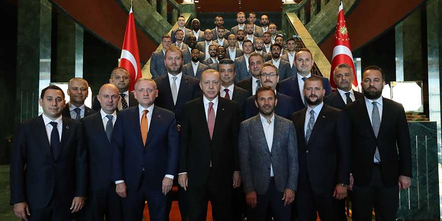 Erdoğan, şampiyon Başakşehir'i kabul etti