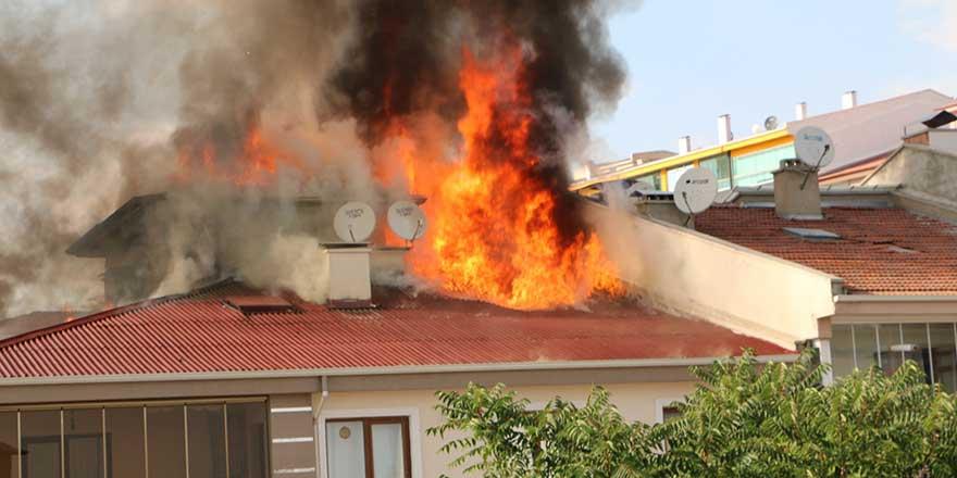 Korkutan yangın! Patlayan tüp aracın üzerine düştü