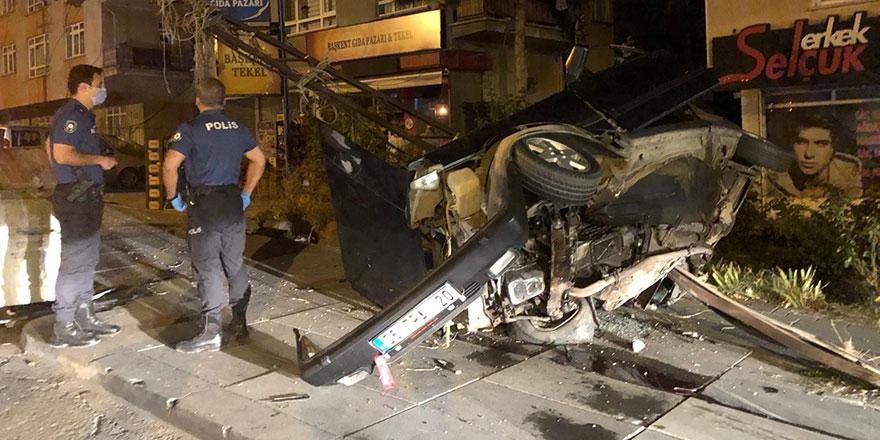 Hızını alamayan araç elektrik direğine çarptı