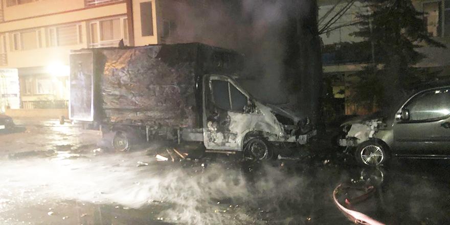 Başkent'te kamyonet alev topuna döndü