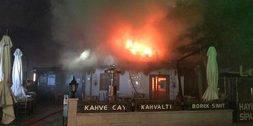 Hacı Bayram'da kafe alev alev yandı