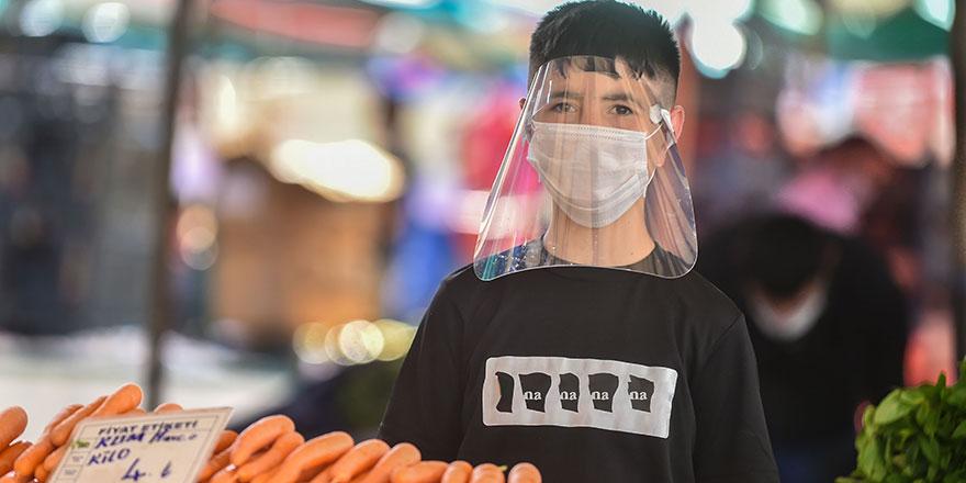 Pazarcı esnafına maske ve siperlik desteği