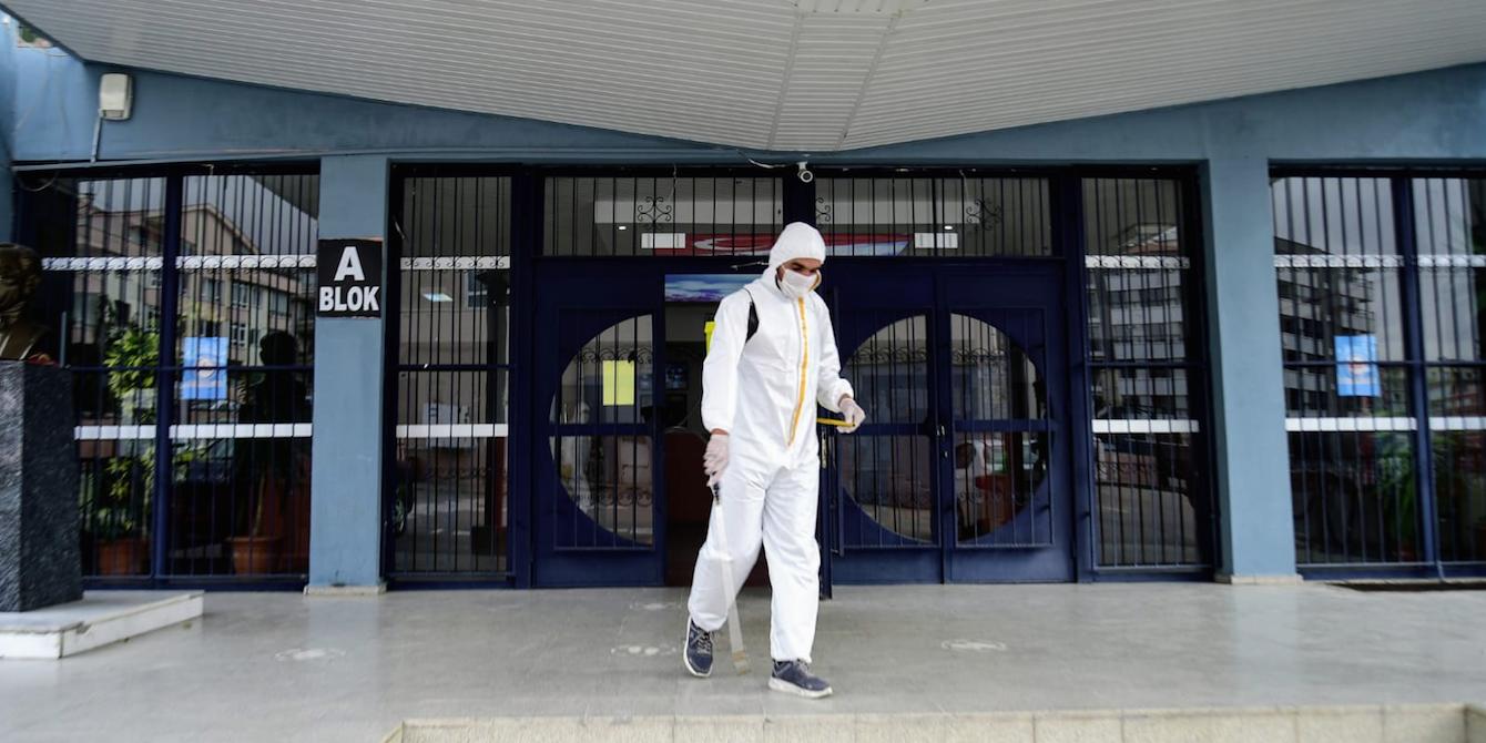 Yüzyüze eğitim öncesi okullar dezenfekte ediliyor