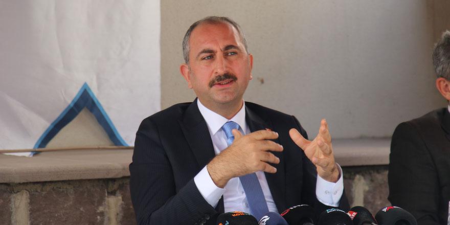 Adalet Bakanı Gül'den AYM açıklaması