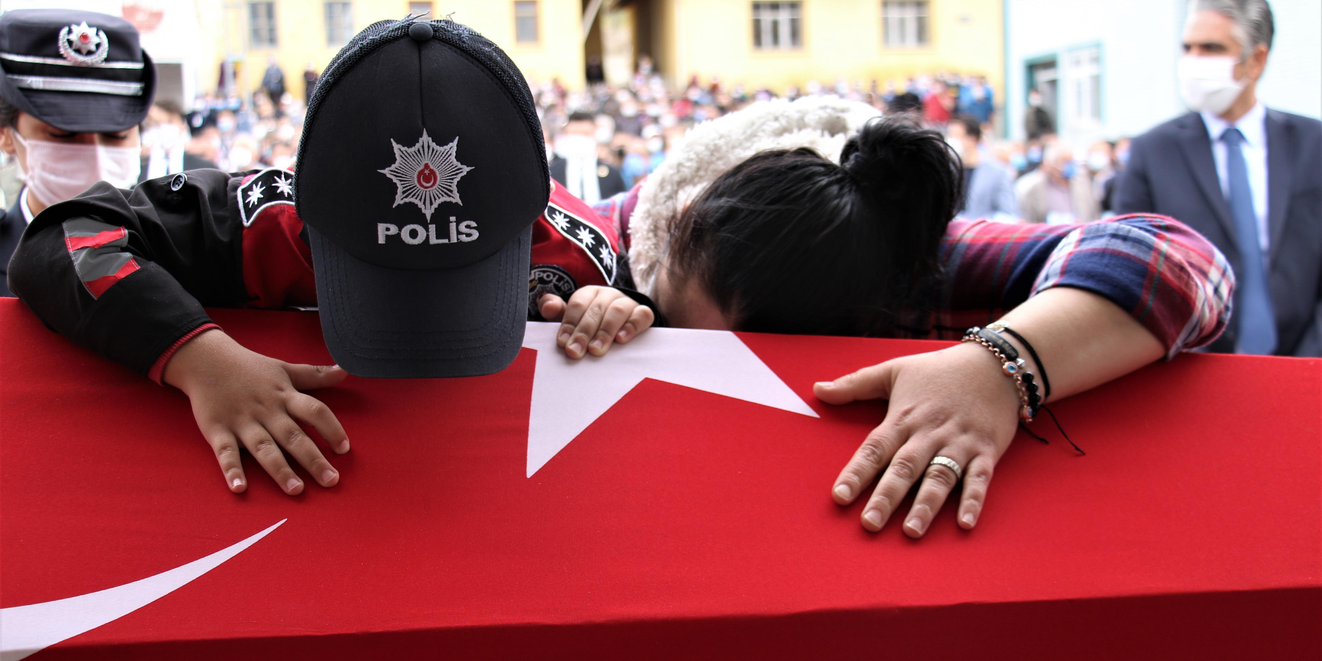 Şehit düşen polis memuru Ankara'da toprağa verildi
