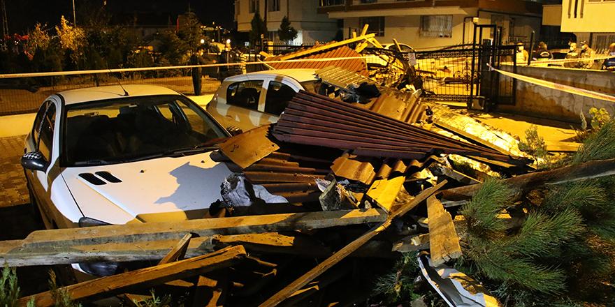 Başkent'te fırtına çatıları uçurdu