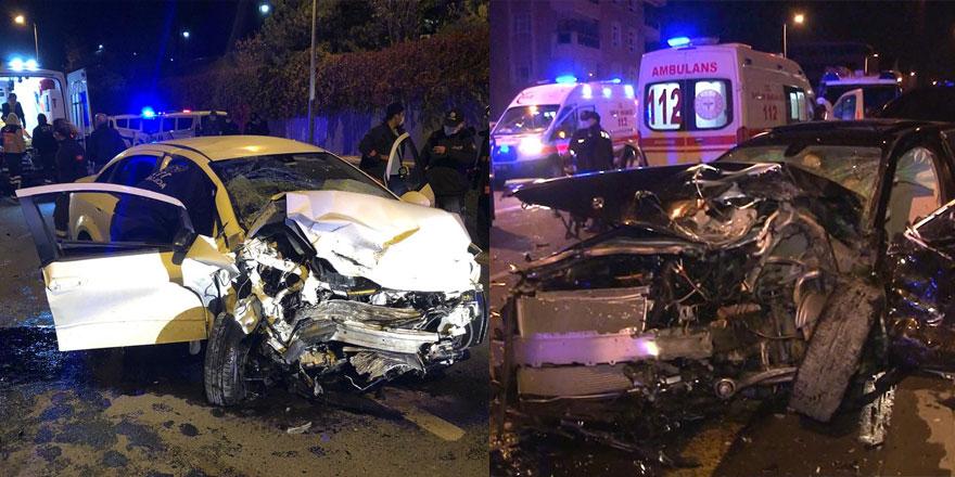 Çankaya'da 2 araç kafa kafaya çarpıştı