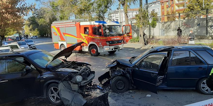 3 aracın karıştığı trafik kazasında 4 kişi yaralandı