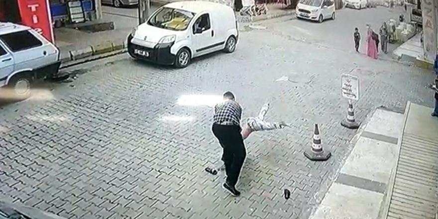 Çocuğu kaldırıp yere vurdu