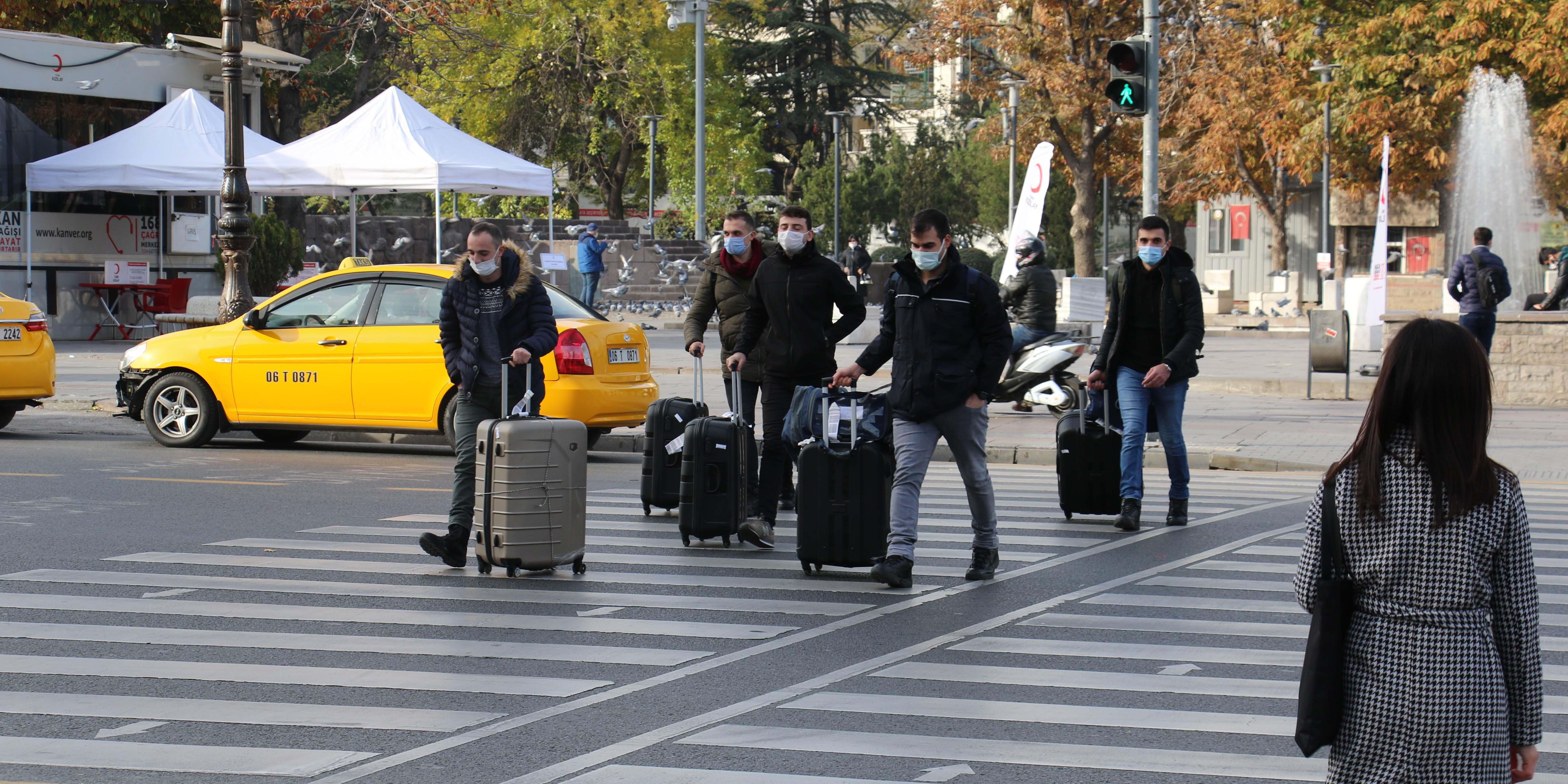 Yasak bitti sokaklara koştular