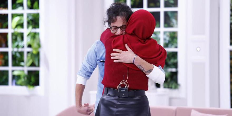 Kız Kardeşine 30 Yıl Sonra Esra Erol'da Kavuştu