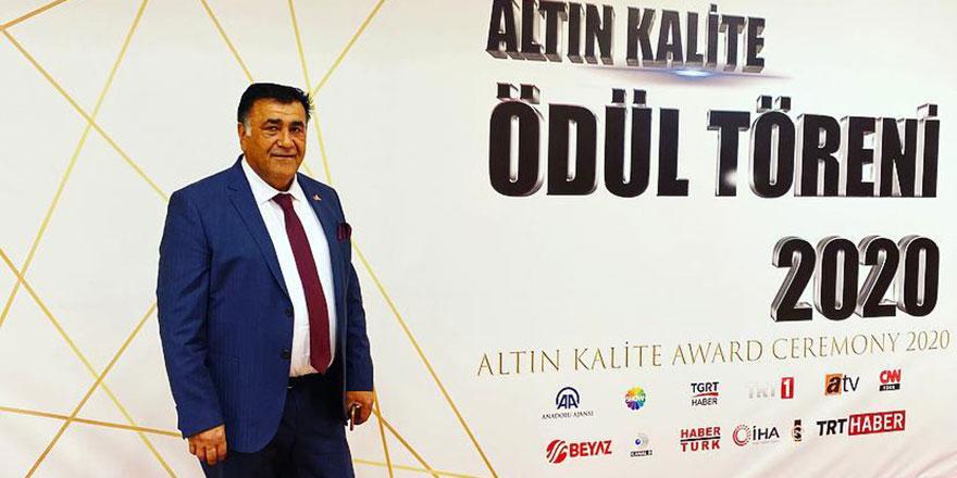 Altın Kalite ödül töreninde Ankaralı iş insanı Orhan Ünlü ödül aldı