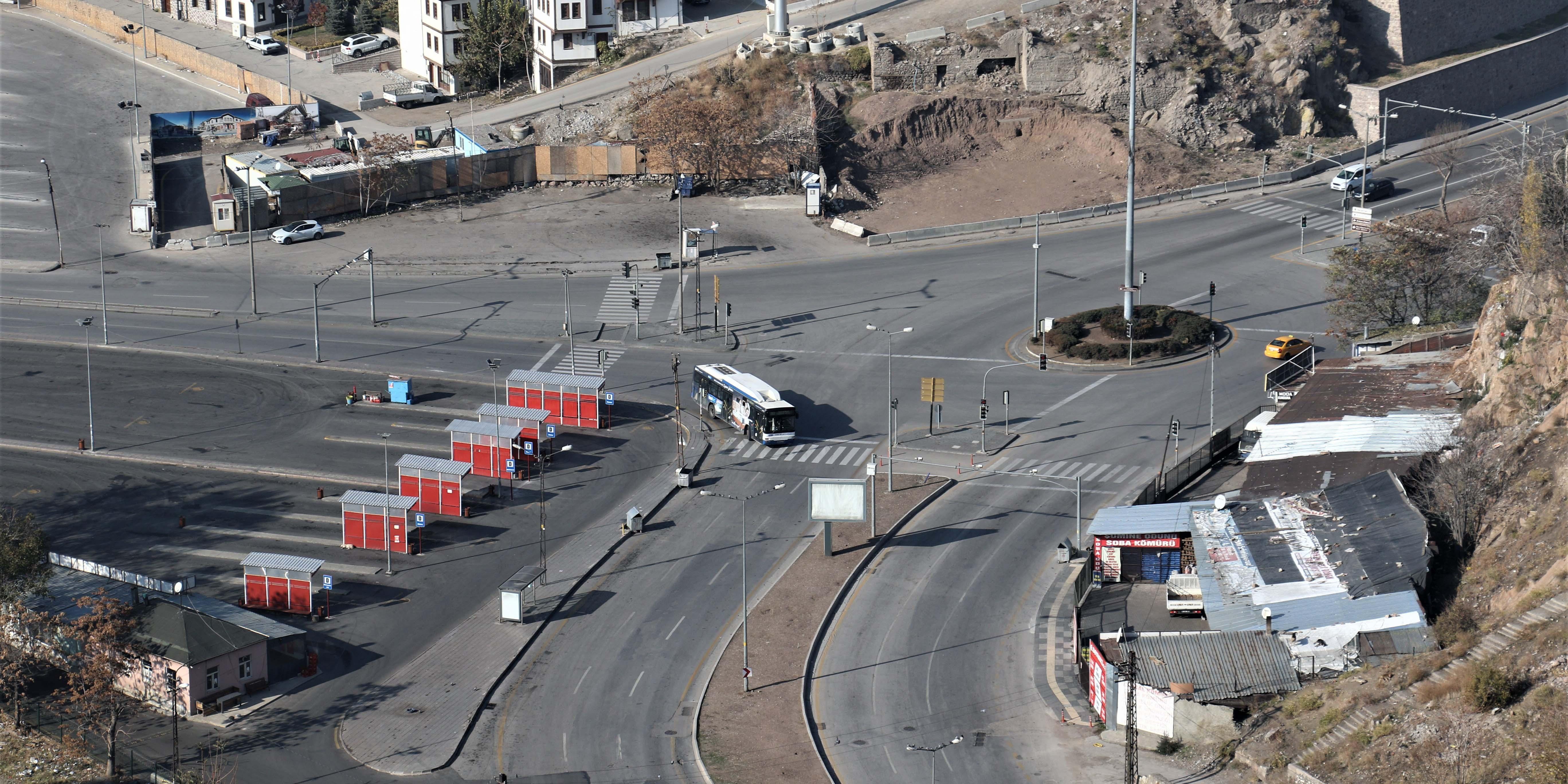 Başkent'te kısıtlamanın ikinci gününde de sokaklar boş kaldı