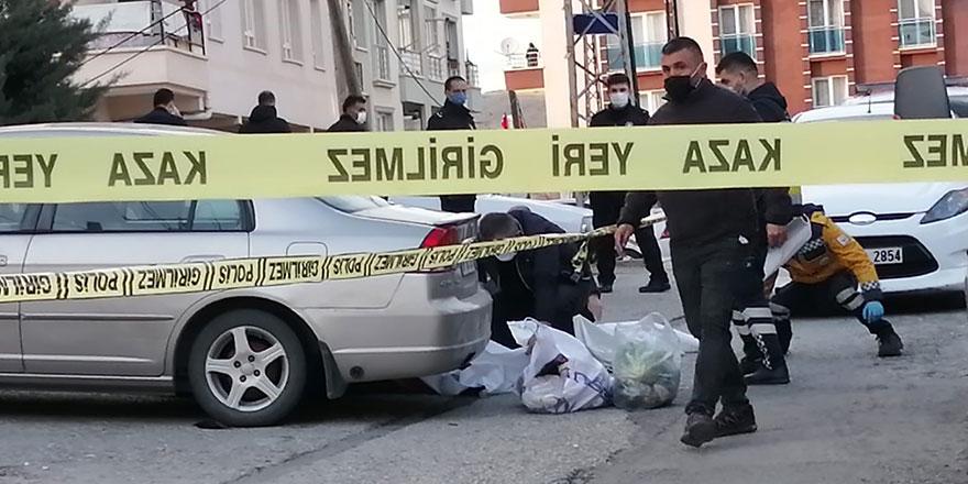 Tartıştığı kadını silahla öldürüp intihar etti