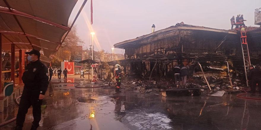 Sincan'da kapalı pazar yerinde yangın