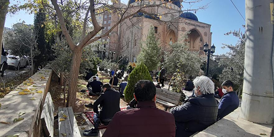 Cuma namazı esnekliğinde vatandaşlar camileri doldurdu
