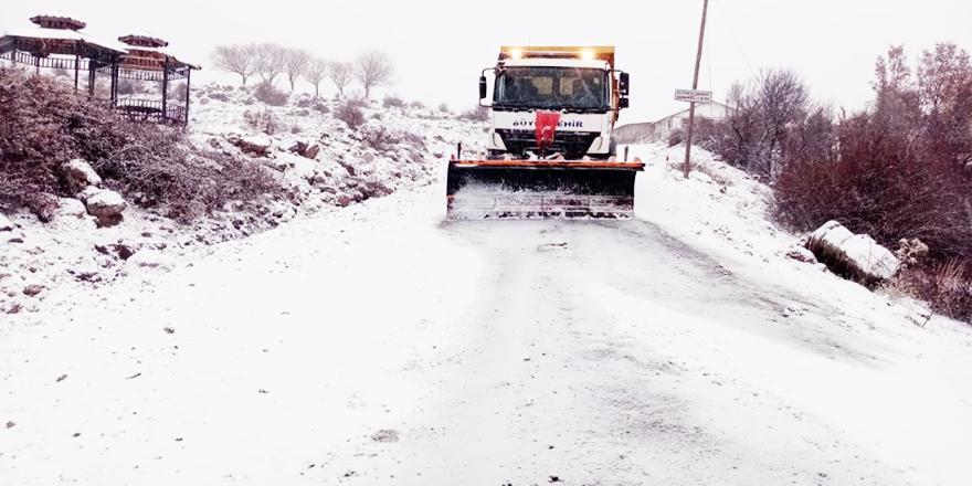 Büyükşehir 7/24 kar ve buzla mücadele ekipleri sahada