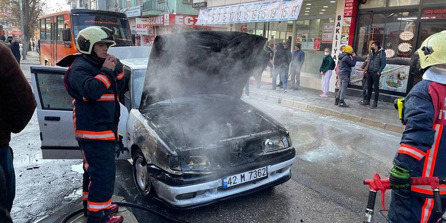 Ankara'da alev alan park halindeki araç yandı