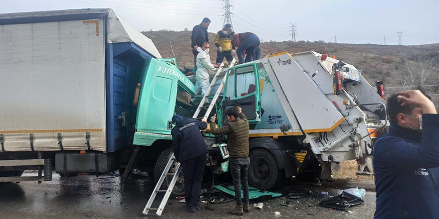 Başkent'te tır ile çöp kamyonu çarpıştı