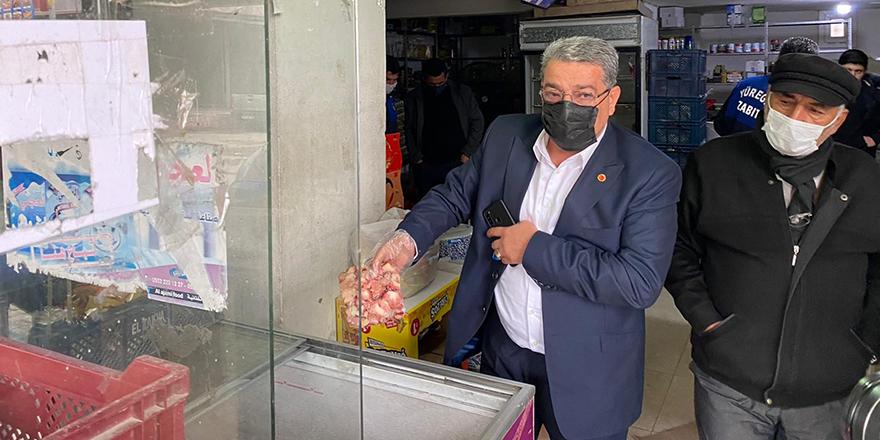 Kokmuş tavuk ve etleri satıyorlar
