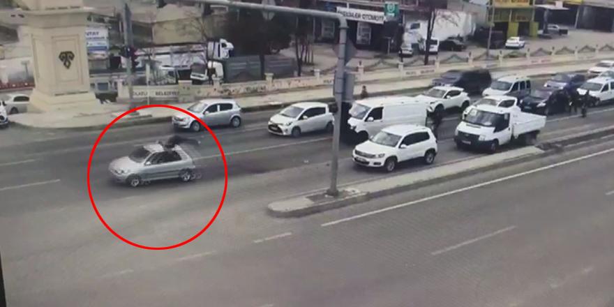 Durdurmaya çalıştığı araç polise çarptı