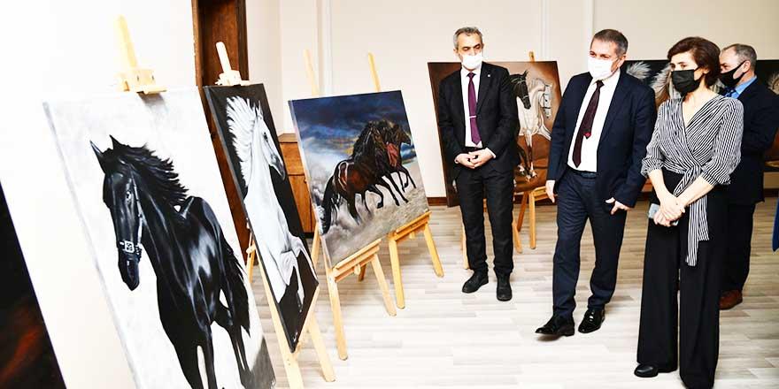 Ressam Songül Ünal, ilk sergisini Mamak'ta açtı