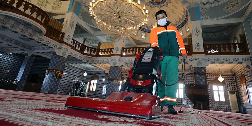 Camilerde Ramazan ayı temizliği yapıldı