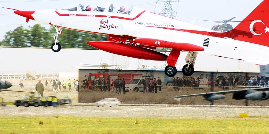 Konya'da askeri gösteri uçağı düştü