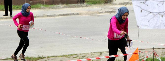 Başbakan Davutoğlu'nun kızı kıyasıya yarıştı