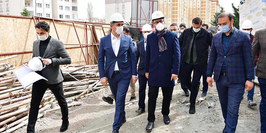 Bakan Kasapoğlu, Mamak'ın Gençlik ve Spor Yatırımlarını inceledi