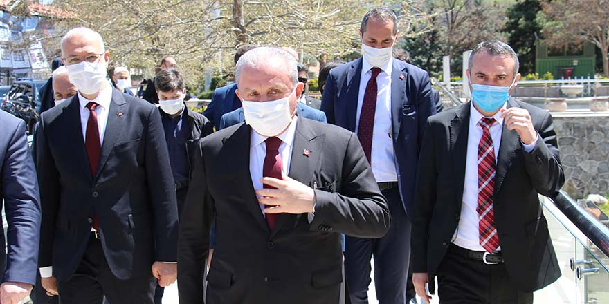 Başkan Şentop, Hacı Bayram Veli Camii'nde cuma namazı kıldı