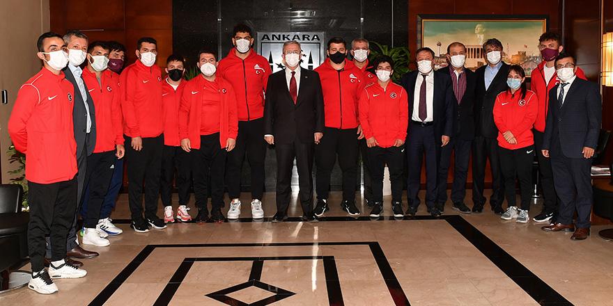 Avrupa Şampiyonları Mansur Yavaş'ı ziyaret etti