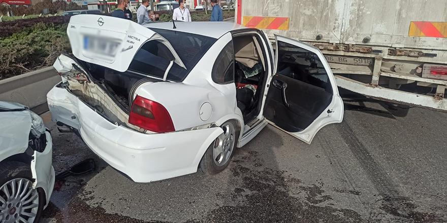 Başkent'te zincirleme kaza: 2 yaralı