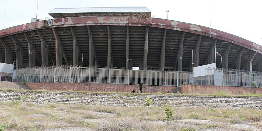 Cebeci İnönü Stadyumu, yıkılacağı günü bekliyor