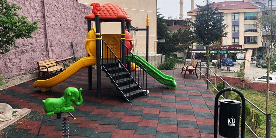 Keçiören Belediyesi eski oyun ve spor setleri onarılıyor