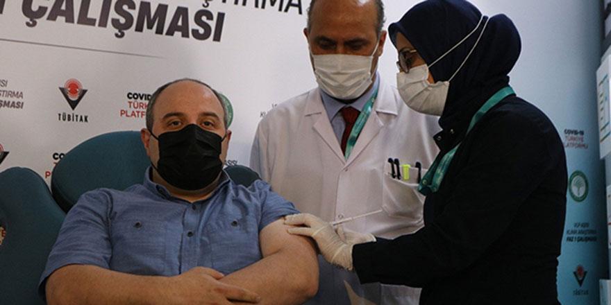Bakan Varank yerli aşısının 2.dozunu oldu