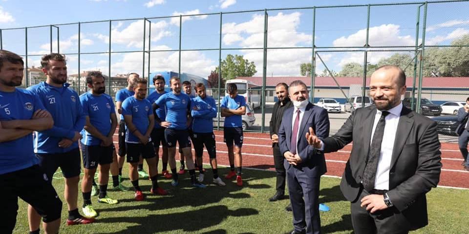 Ercan ve Arslanargun'dan futbolculara ziyaret