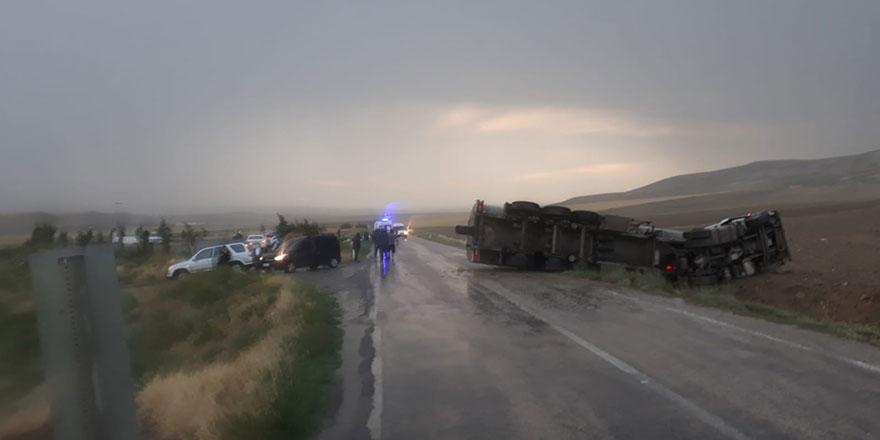 Ankara'da yağış beraberinde kazaları da getirdi