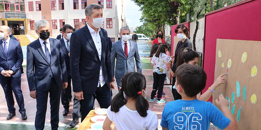 Bakan Selçuk, Ankaralı öğrencilerle buluştu