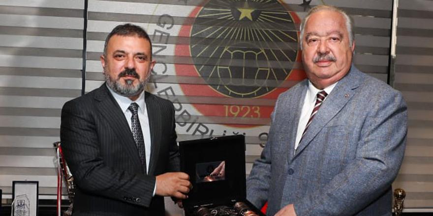 Başkan Ercan'dan  Niyazi Akdaş'a nezaket ziyareti