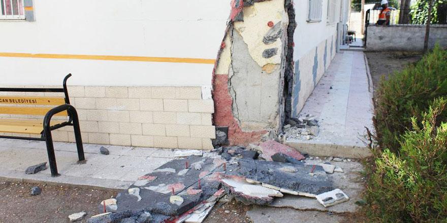 Sincan'da kolonlarında kayma olan bina yıkıldı