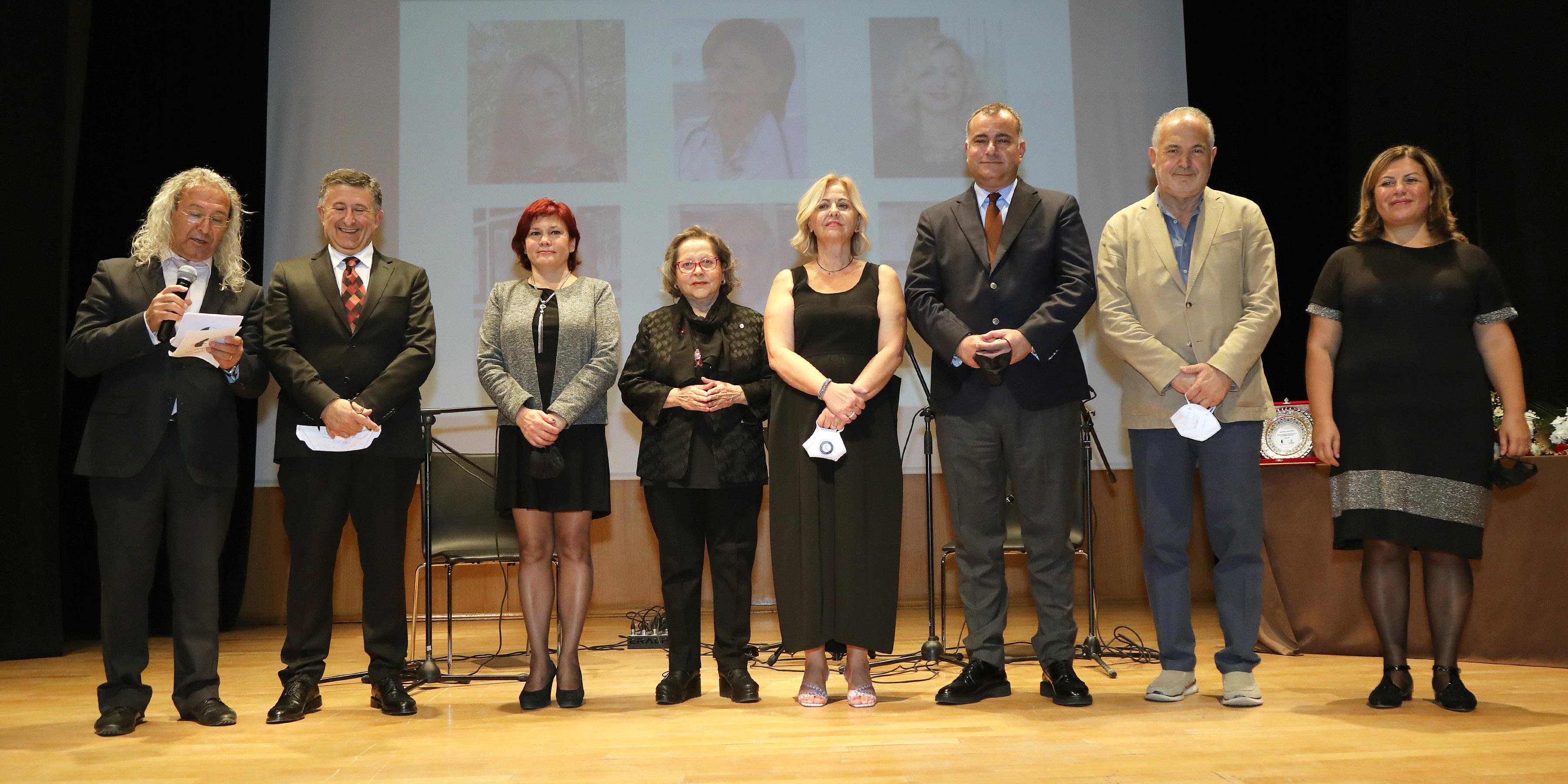 Dil devrimi ödülleri sağlıkçılara adandı