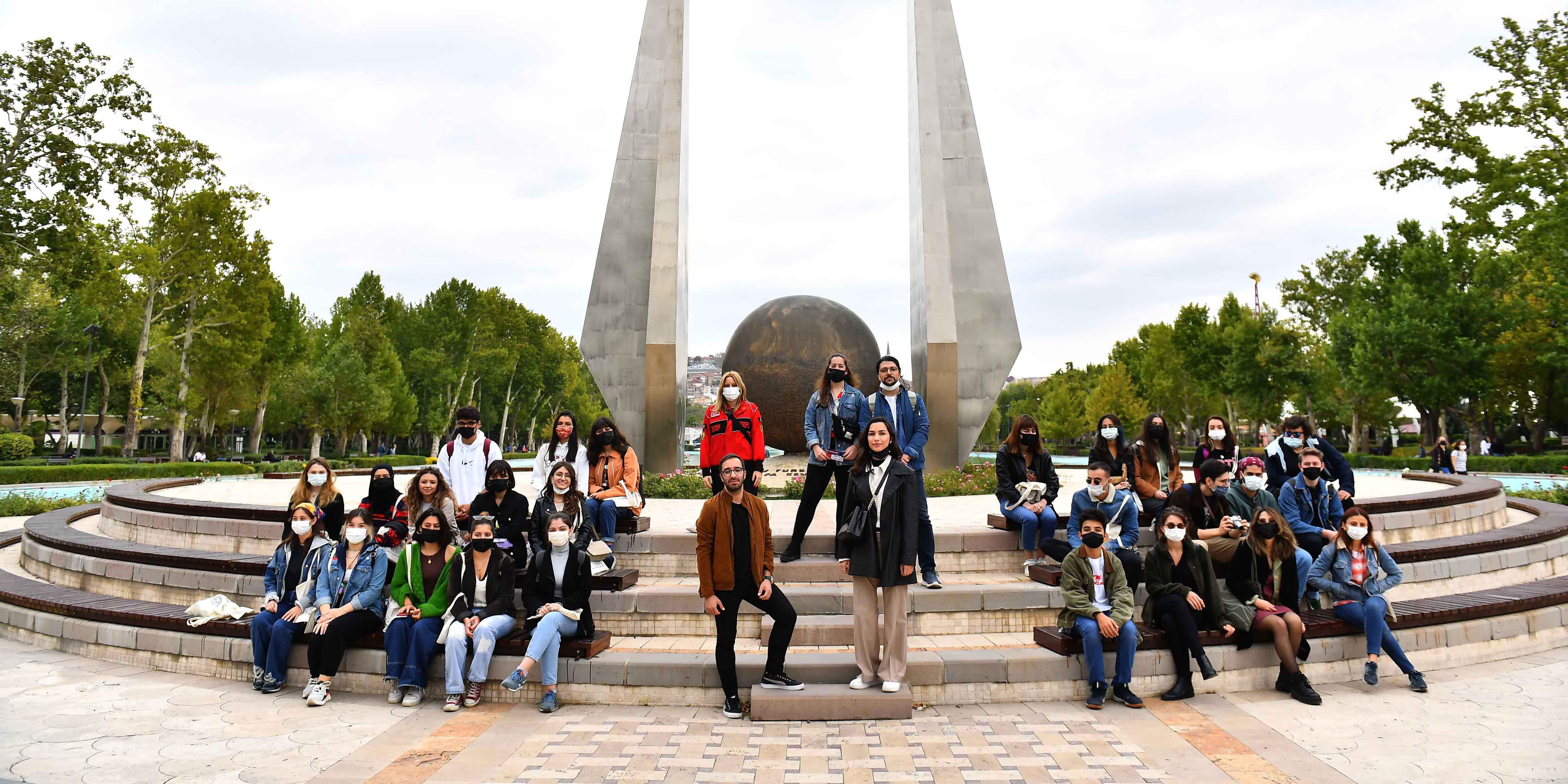 Okumaya gelen öğrencilere kent gezisi