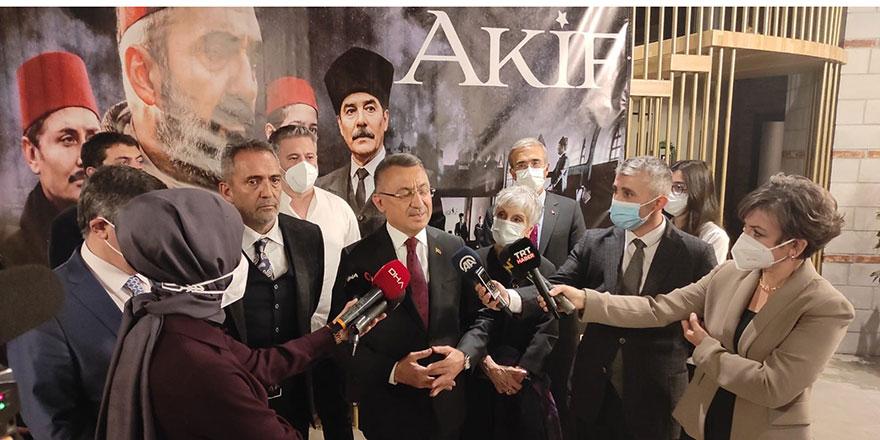 """Oktay, """"Akif"""" filminin Ankara Galasına katıldı"""